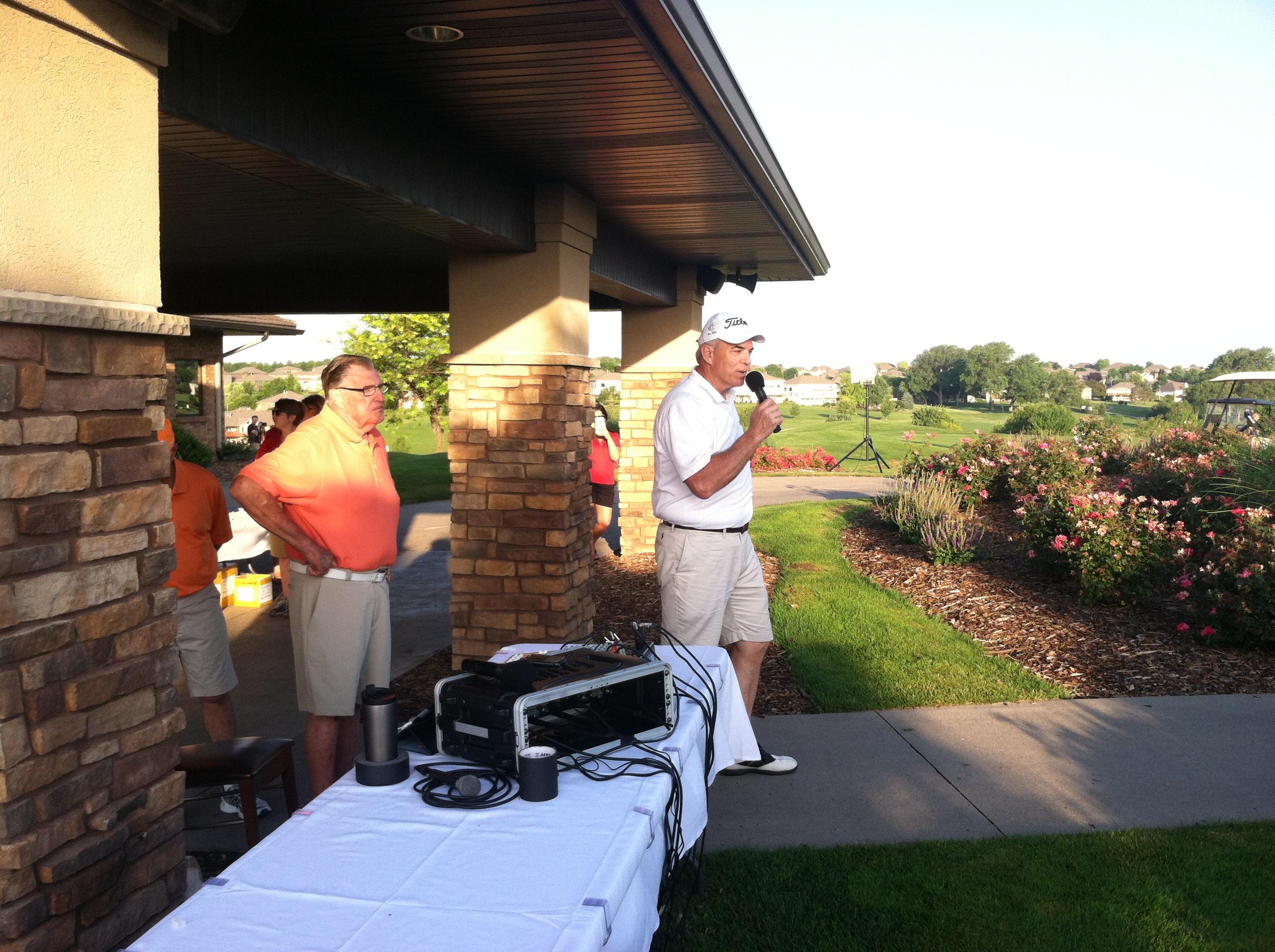 Chamber President & CEO David G. Brown welcomes BOTG golfers to Tiburon.